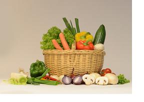 Korb mit frischem Gemüse. (Foto: Ann-Kathrin Hörrlein)