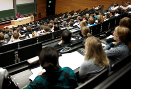 Studierende in einem Vorlesungssaal. (Foto: Alex Becker)