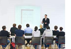 Eine Vorlesung der DHfPG.