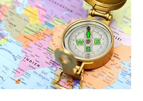 Ein Kompass auf einer Landkarte. (Foto: Ann-Kathrin Hörrlein)
