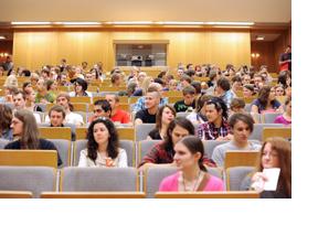 Studierende in einem Vorlesungssaal. (Foto: Martin Rehm)