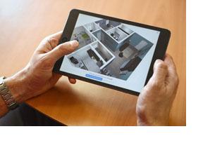 Ein Wohnungsgrundriss auf einem Tablet. (Foto: Bundesagentur für Arbeit / Martin Rehm)
